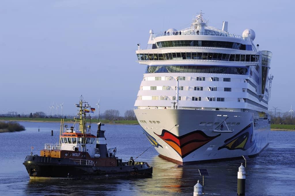 AIDA-Schiff der Meyer Werft in Papenburg im Schlepptau, © Emsland Tourismus GmbH