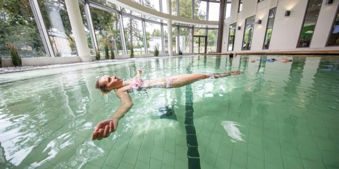 Schweben in der Soletherme Bad Elster: Schwerelose Auszeit für Körper, Geist und Seele