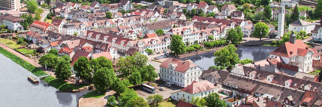 Blick auf historische Altstadt/ Tourist Information Bad Karlshafen