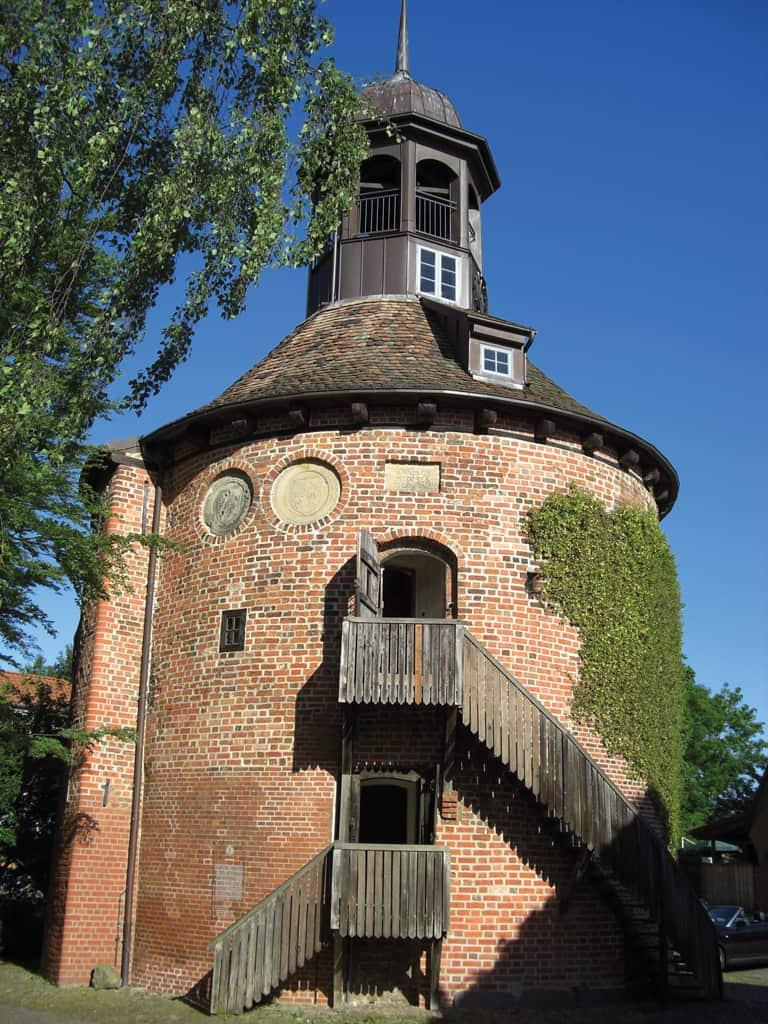 Schlossturm blauer Himmel©Rex Pantel