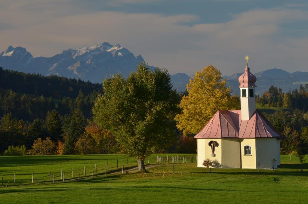 Viele Kapellen liegen entlang der Wanderrouten - auch die Wendelinskapelle Scheidegg Kapelle Wendelin, ©Wolfgang Kleiner.jpg