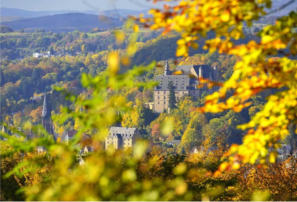 Natur, Märchen und Genuss: Familienurlaub im idyllischen Marburg