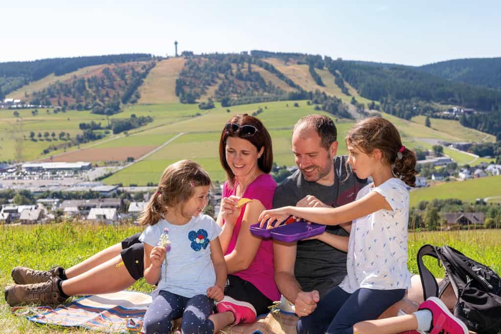 """""""Natürlich"""" Sommerferien in Willingen Urlaubserlebnisse mitten in Deutschland – Mountainbike, Tiere, Klettern und vieles mehr"""