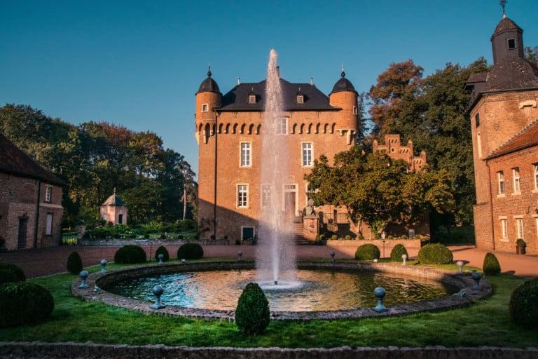 Die Schlösser- und Burgenlandschaft mit unterhaltsamen Veranstaltungen entdecken