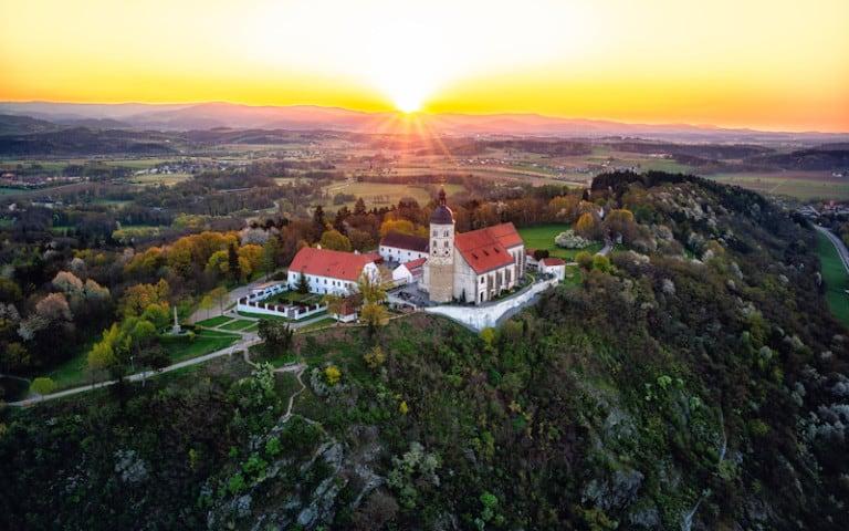 Sonnenaufgang Bogenberg Luftaufnahme, © Stadt Bogen