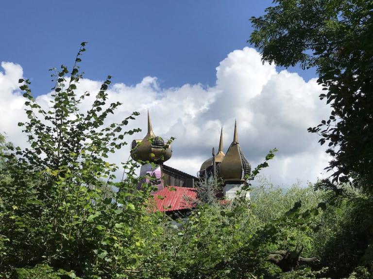 Was hat es mit dem Zauberschloss inmitten einer Abenteuerwildnis auf sich? (Foto: epr/ Künstlerische Holzgestaltung Bergmann GmbH)