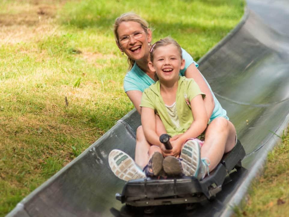 Familienspaß Auf Der Sommerrodelbahn In Altenahr © Rheinland Pfalz Tourismus GmbH